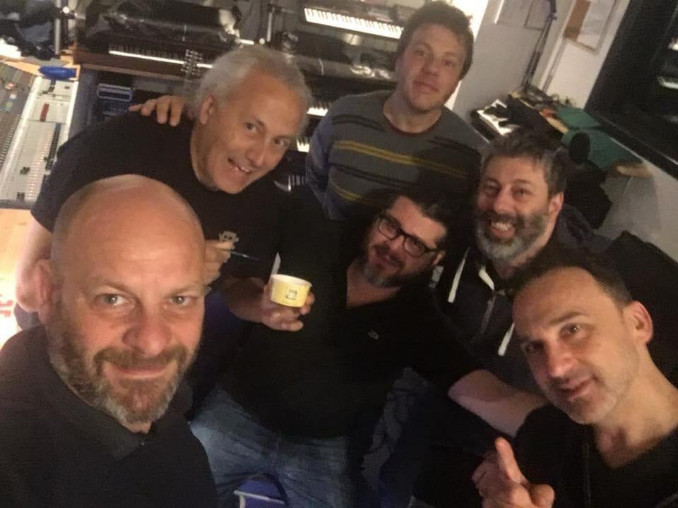 I Messer Davil sono una band ligure che propone un crossover di generi musicali
