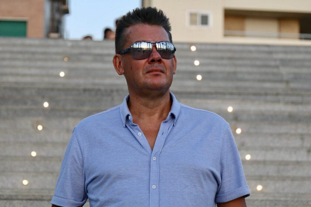 Alan Dreezer è un musicista, compositore e cantante originario di Chelmsford Essex UK, che attualmente vive in Spagna